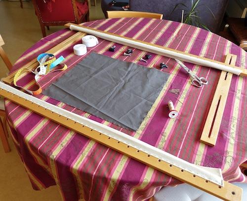 tutoriel comment monter le tissu sur le m tier broder. Black Bedroom Furniture Sets. Home Design Ideas