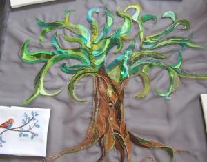 Un arbre scintillant, brodé de perles et de paillettes