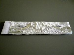 Le bracelet brodé