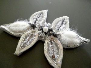 en paillettes, perles et rubans